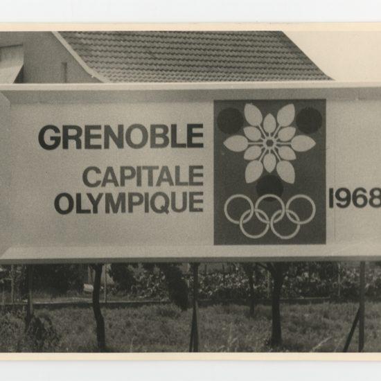 Photo logo JO Grenoble 1968 in situ